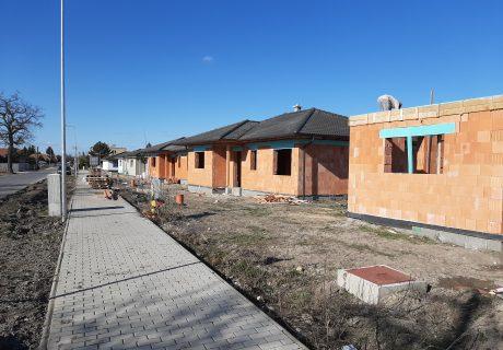 Fotka galérie Vo februári 2020 nám krásne vyrástli domčeky a pokračujeme ďalej - 1