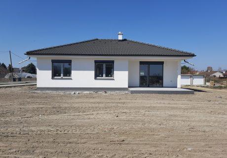 Fotka galérie Apríl 2020 - dokončujeme prvé domčeky. Už sa len nasťahovať... - 0