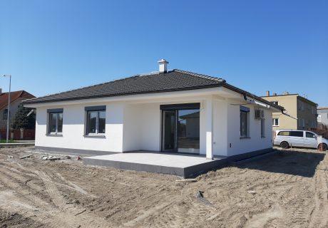 Fotka galérie Apríl 2020 - dokončujeme prvé domčeky. Už sa len nasťahovať... - 2