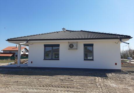 Fotka galérie Apríl 2020 - dokončujeme prvé domčeky. Už sa len nasťahovať... - 1