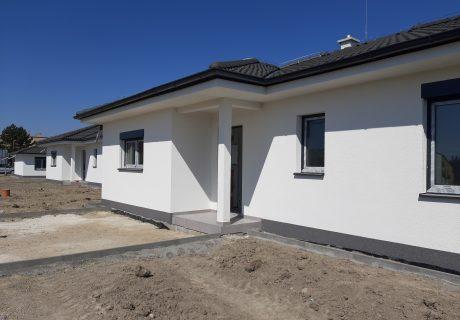 Fotka galérie Apríl 2020 - dokončujeme prvé domčeky. Už sa len nasťahovať... - 4