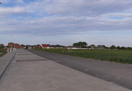 Fotka galérie Apríl 2020 - chodníky a parkovacie miesta v bytovej zóne - 2